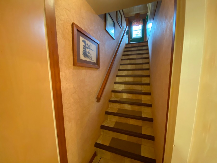 Stairs - Lower Level Up