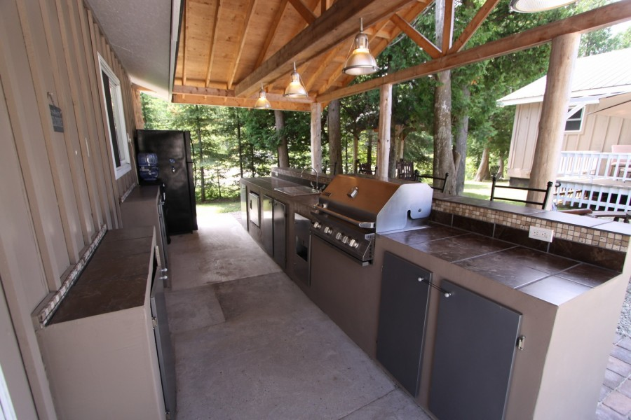 Outdoor BBQ/Kitchen