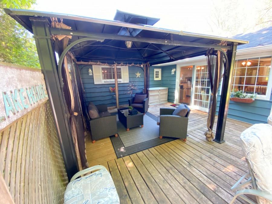 Deck - Back Yard